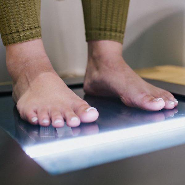 Der Fuß ist ein komplexes Körperteil: 26 Knochen und etwa 120 Sehnen und Bänder